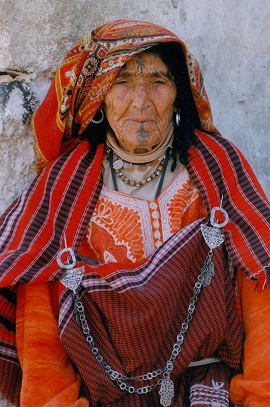 Africa | Berber women of the village of Chenini in Tunisia ...